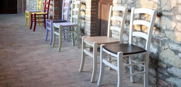 Sedie castagnetti c mobili decorati for Mobili decorati moderni